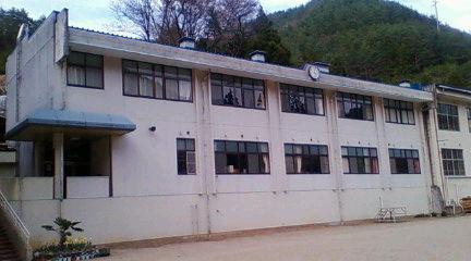 和合川そばの和合小学校の校舎。2009年4月12日のりくん撮影