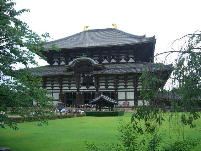東大寺大仏殿(大仏の食いにげ)2010年7月3日、マルコ氏撮影