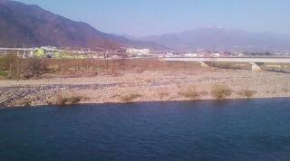 千曲川、上田市千曲町地区河岸側から撮影。(のりくん撮影、2014年4月)