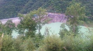 太郎と母龍の長野県大町市の龍神湖(2013年09月15日、のりくん撮影)