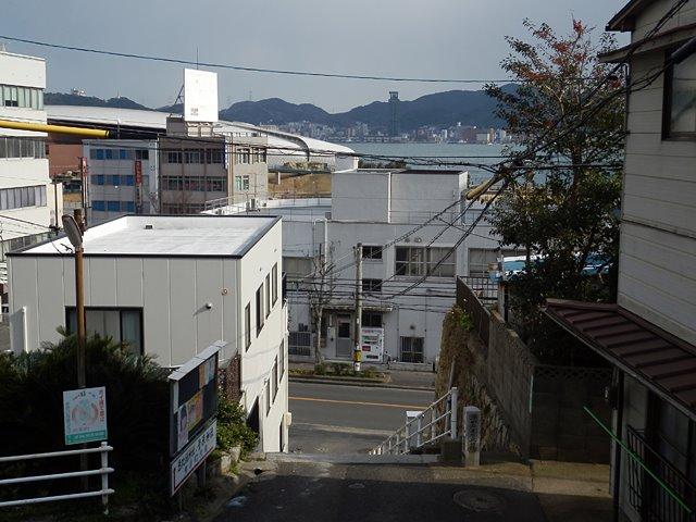 鐘が進んだであろう石段(araya氏、2012年1月26日撮影)
