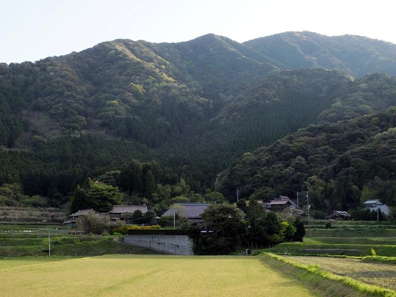 山の神がおられる五年神の森がある赤田代の集落。araya氏撮影2011-10-23