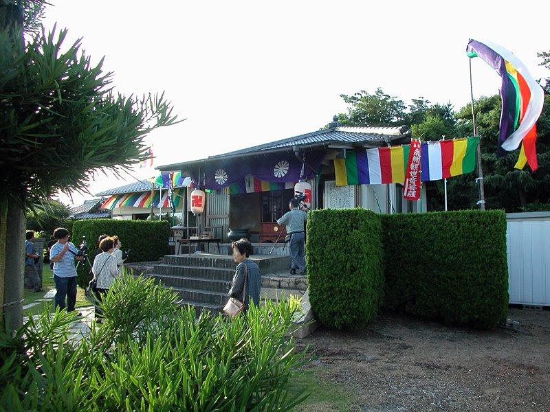 永福寺の幽霊まつりでの参拝の模様※araya氏2004年撮影
