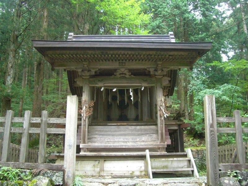 若子神社本殿(地獄めぐり)2012年9月16日、マルコ氏撮影