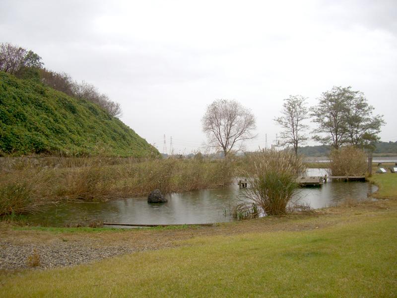 釜ヶ渊跡に残る池(雪姫・紅葉姫)2012年10月28日、マルコ氏撮影