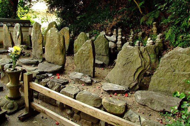 平家一門の墓(七盛塚)araya、2012年2月29日撮影