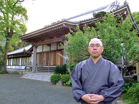 その後「くぬぎの精といり豆」にみられる節分の民話が伝承され、豆撒き由来のお寺とされました。(araya撮影、2012年5月6日)
