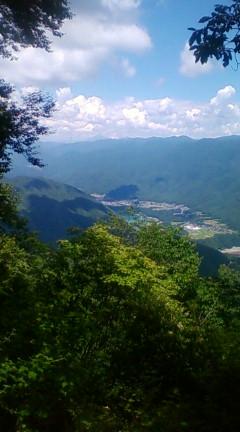 戸倉山頂上より伊那市旧長谷村の農村地帯を見下ろす(2012年8月7日のりくん撮影)